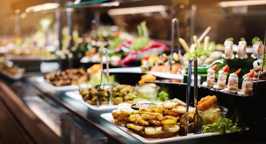 ¿Cómo puedo contratar un catering de calidad?